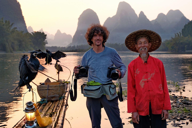 Luca Brcali nel viaggio fotografico in Cina, sul fiume Li, pescatori con i cormorani.