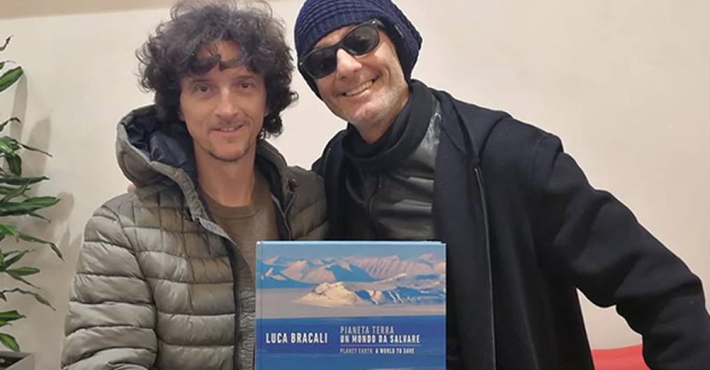 Luca Bracali e Fiorello - Libro Pianeta Terra: un mondo da salvare