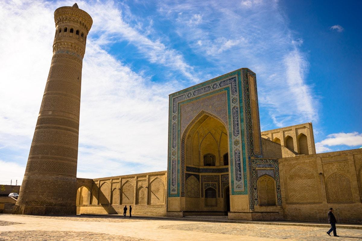 Bukhara-Man-walking