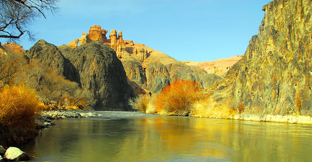 Kazakistan-Sharyn-Canyon-river
