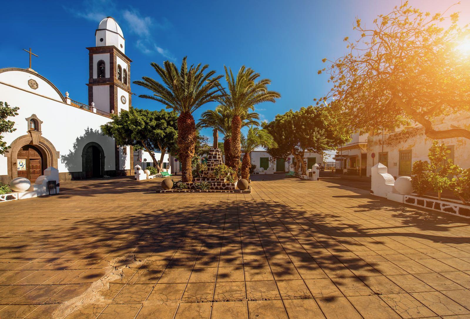 istock_Lanzarote_Chiesa di San Gines a Arrecife-min